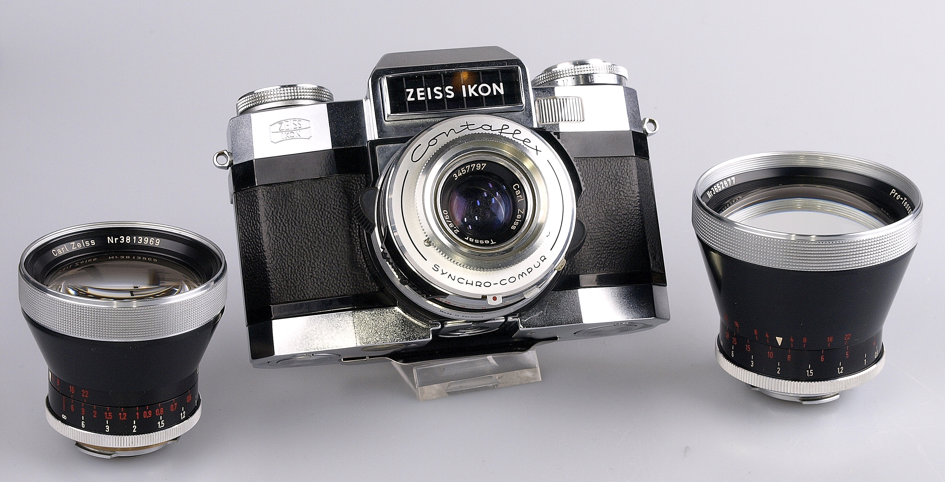 Zeiss Ikon Contaflex Super B with 3 lenses and interchangeable film back  with cassette  Nice set